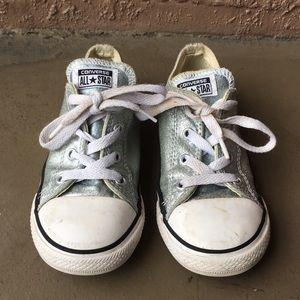 Girls Toddler Converse Chuck Taylor Shoes size 10C